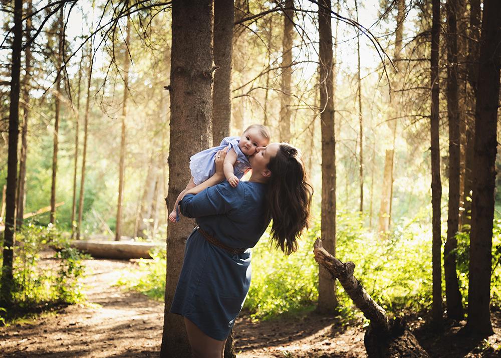 Great and Mommy Sneak 1_Edmonton Family Photographer.jpg