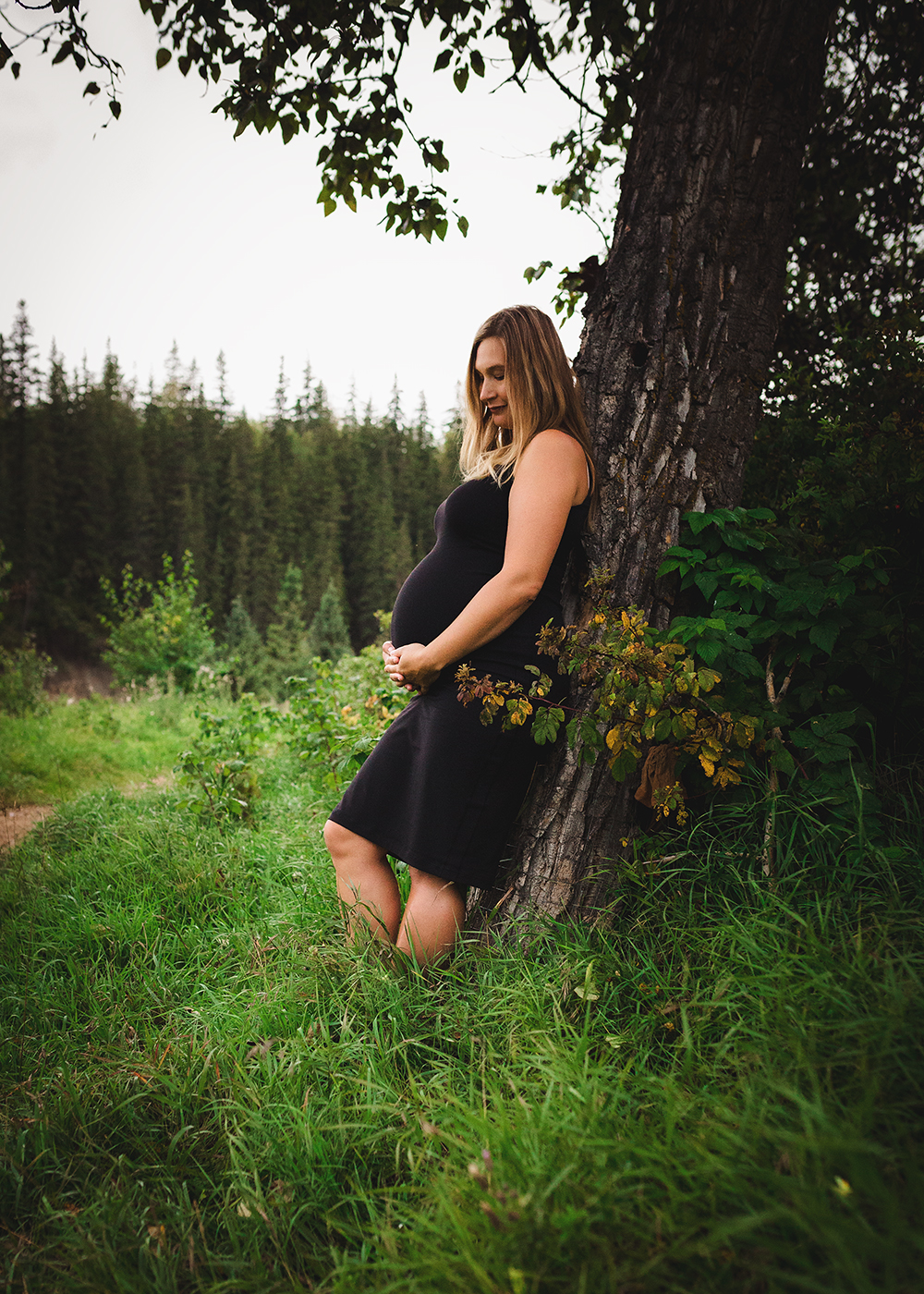 Amanda Sneak 4_Edmonton Maternity Photographer.jpg