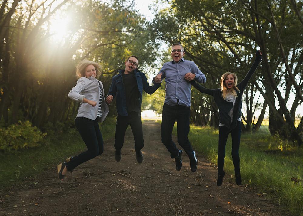 Hillenbrand Sneak 10_Edmonton Family Photographer.jpg