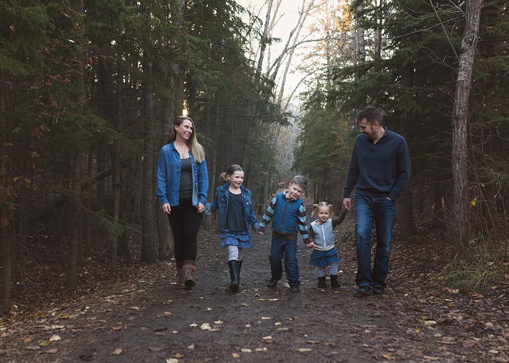 Edmonton Family Photographer_Voss Family Sneak Peek 4.jpg