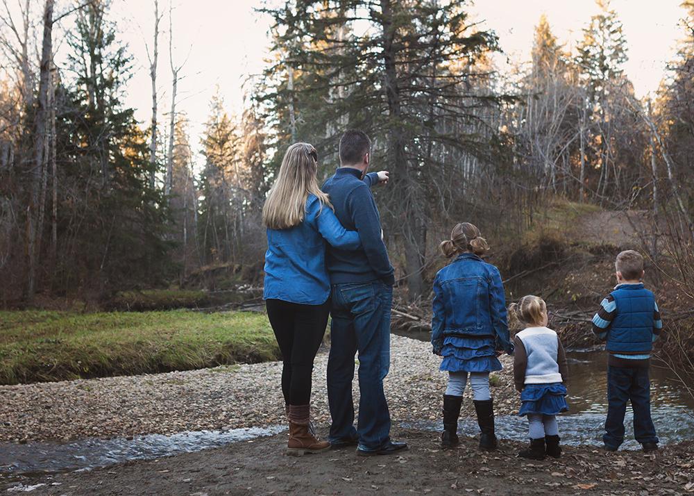 Edmonton Family Photographer_Voss Family Sneak Peek 6.jpg
