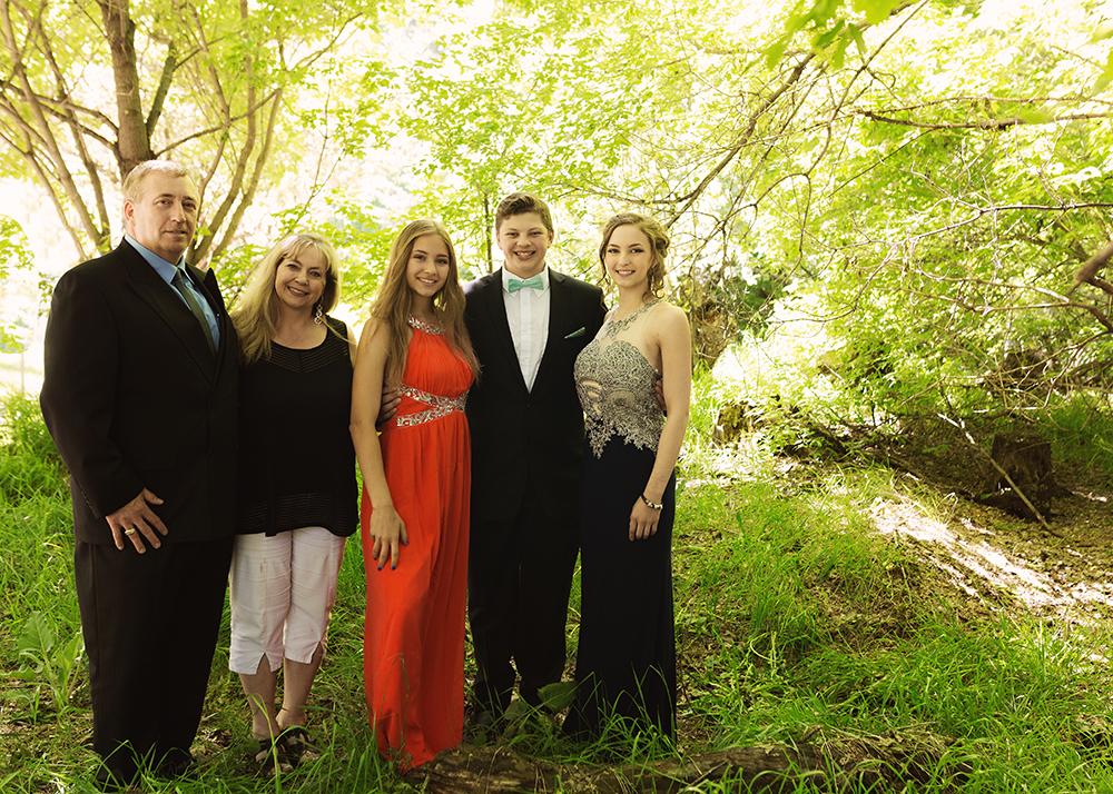 Edmonton Family Photographer_Ashely Grad Sneak Peek 9.jpg