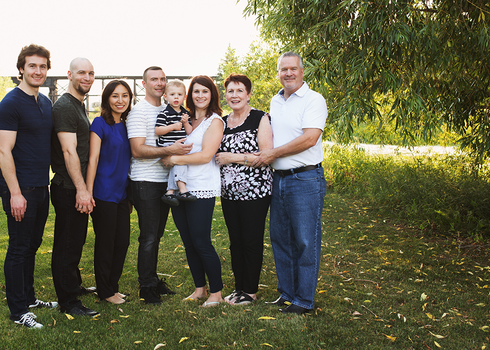 Edmonton Extended Family Photographer_G Family Sneak Peek 7.jpg