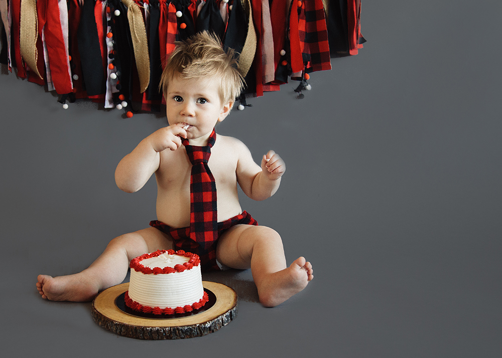 Edmonton First Birthday Photographer_Maverick Sneak Peek 1.jpg
