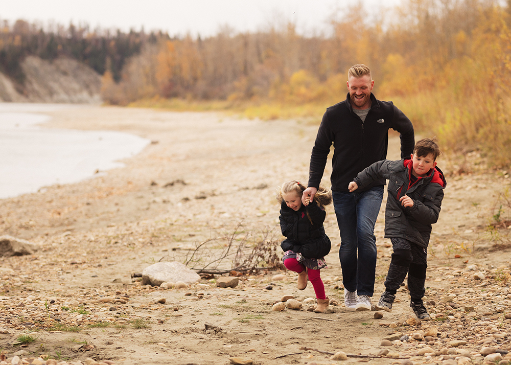 Edmonton Family Photographer _Crawford Family Sneak Peek 7.jpg