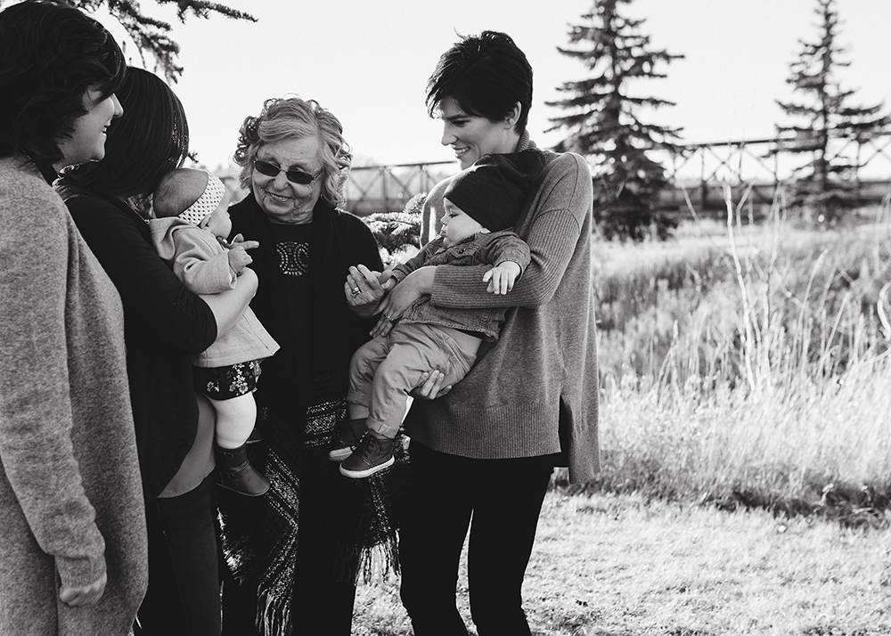 Edmonton Extended Family Photographer_N family sneak peek 1.jpg
