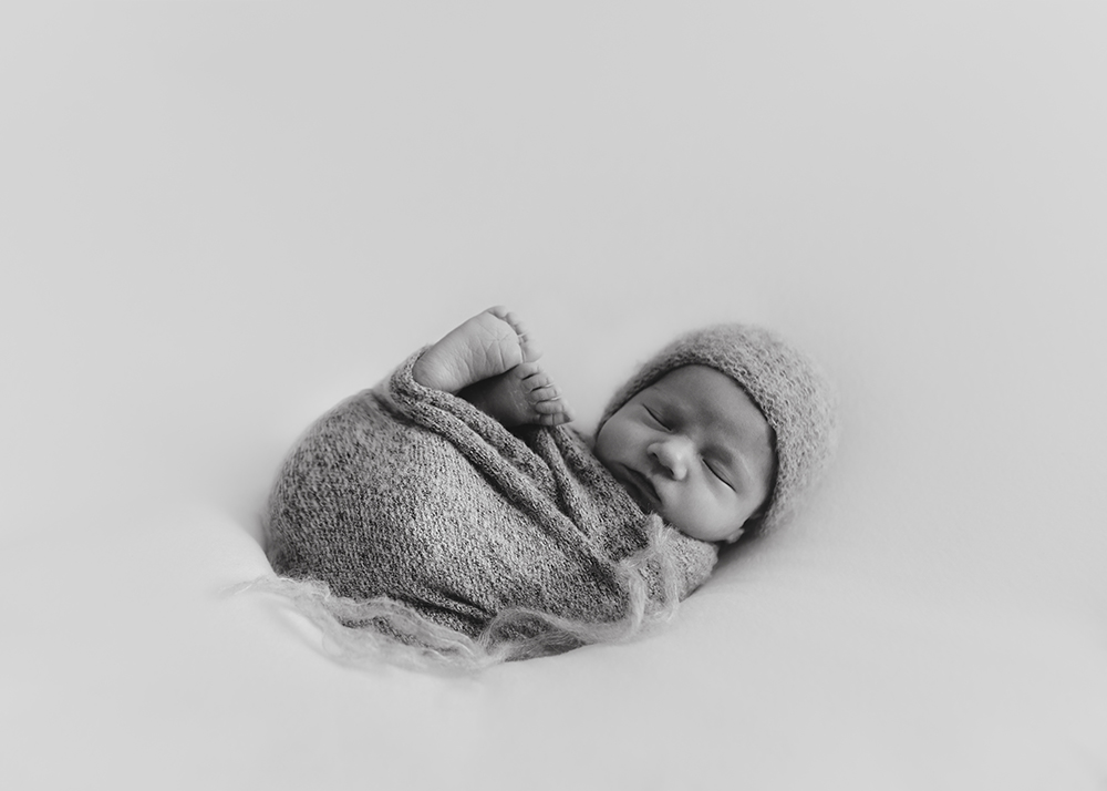 Edmonton Newborn Photographer_Baby Oliver Sneak Peek 1.jpg