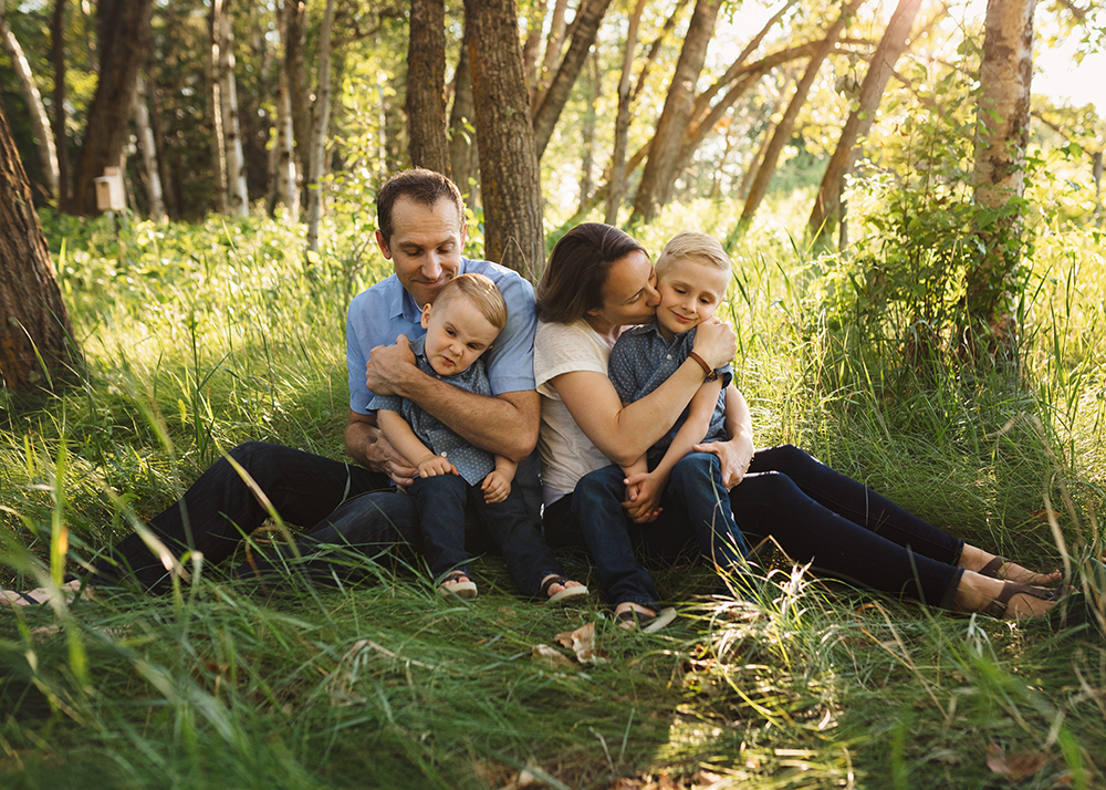 Edmonton Family Photographer_Berg Family Sneak Peek 8.jpg