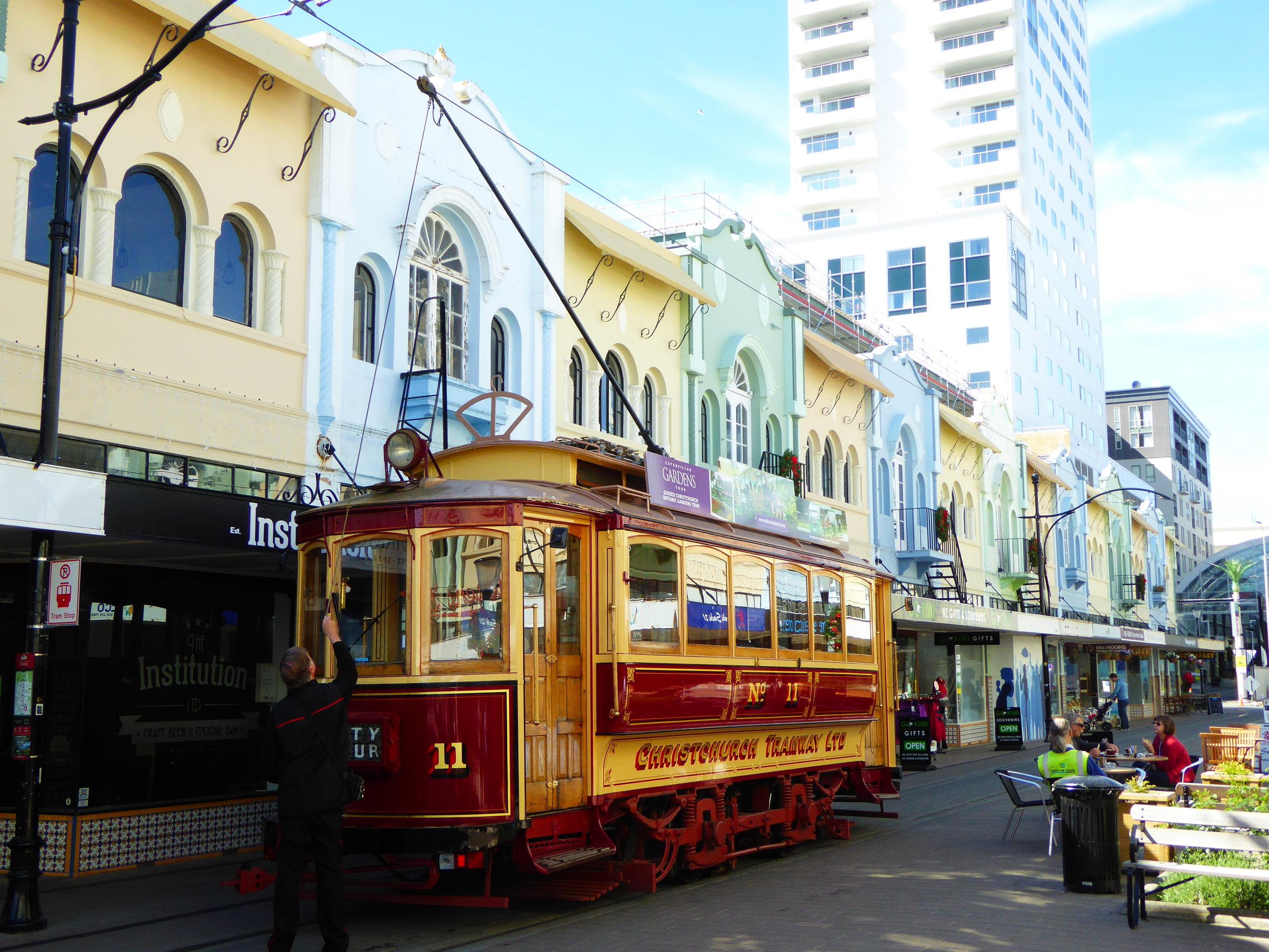 Tramway traversant le centre-ville