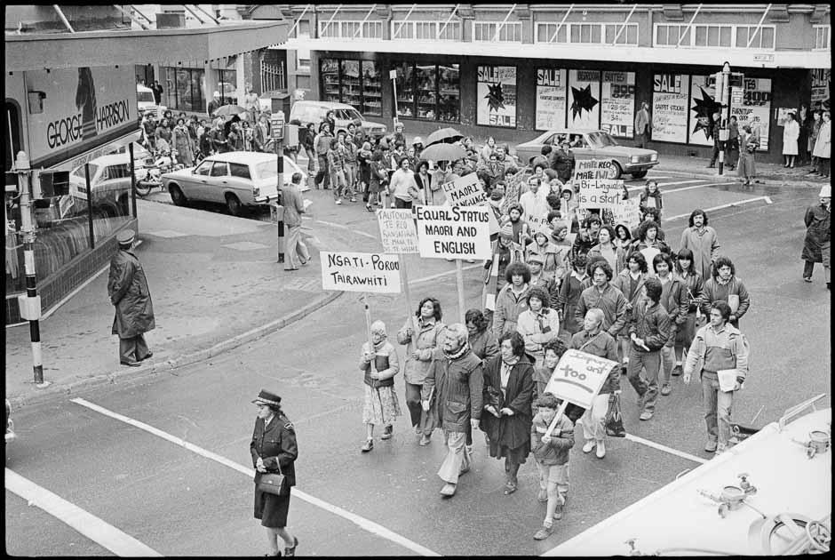 Credit : Alexander Turnbull Library  - Marche de protestation lors de la semaine de la langue Maori