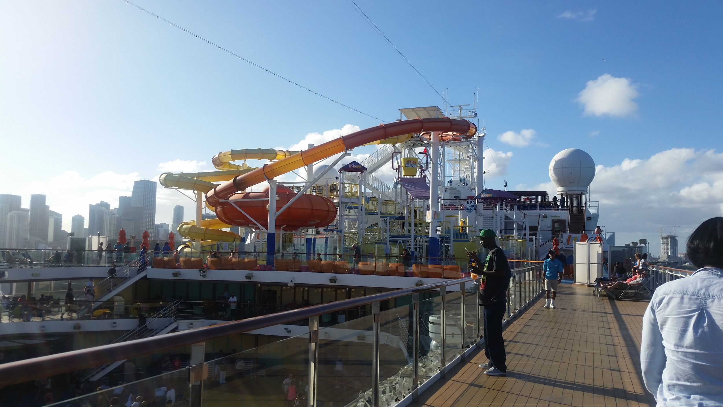 carnival-breeze-deck