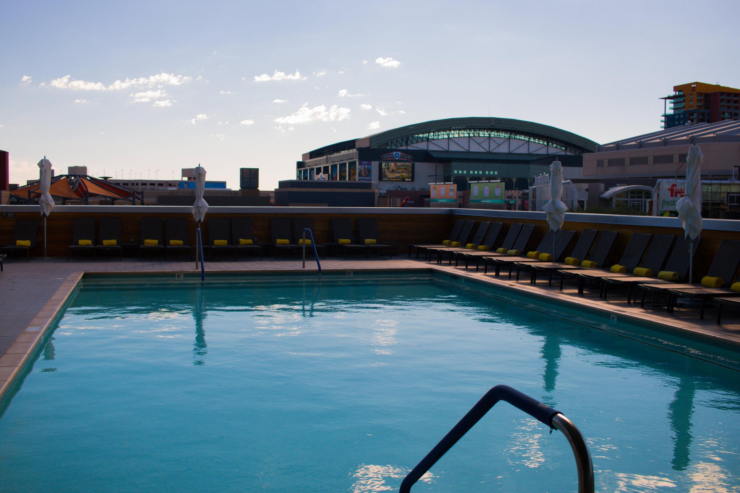 swimming-pool-lustre-kimpton-phoenix