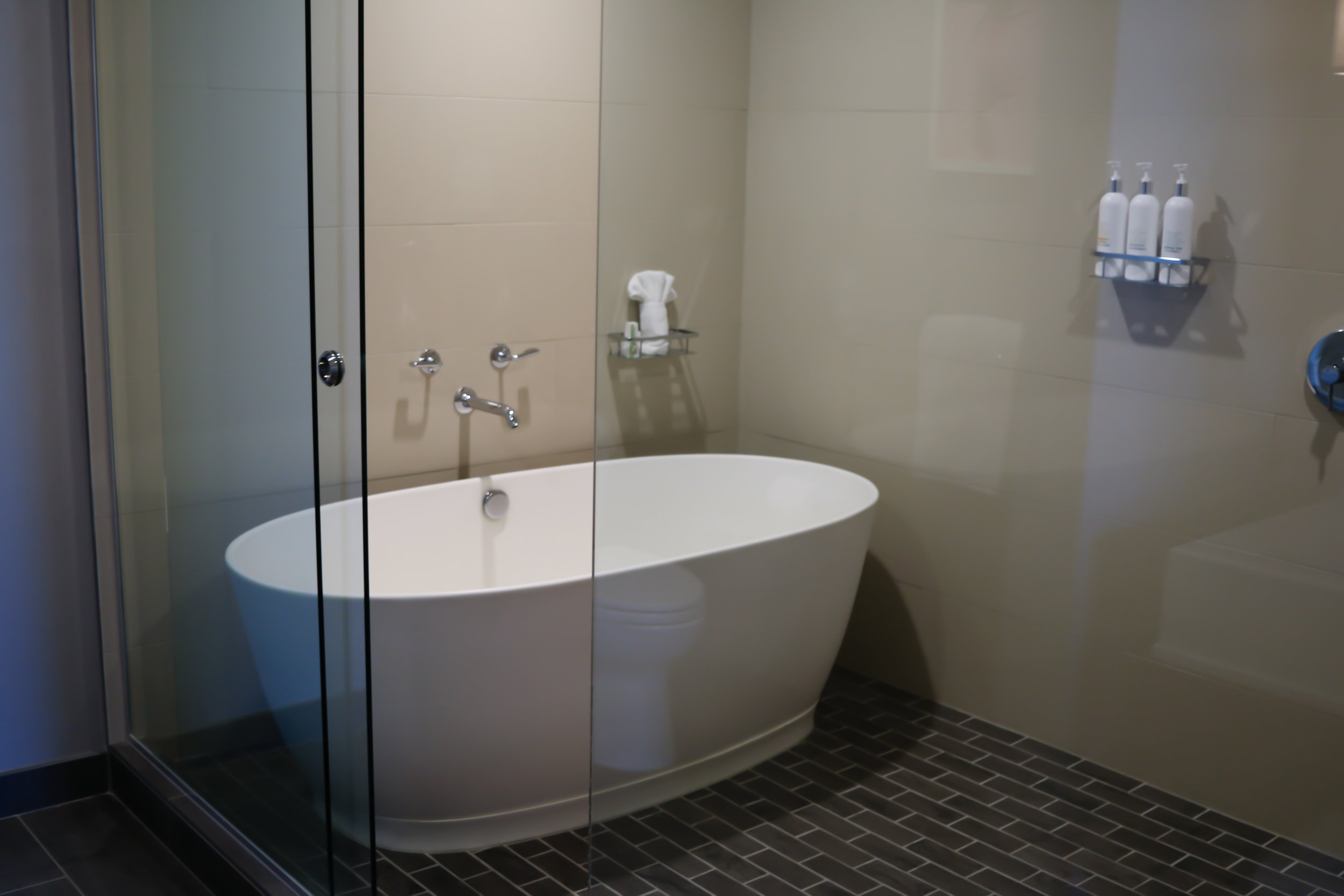 huge-bathtub-kimpton-hotel-palomar-phoenix