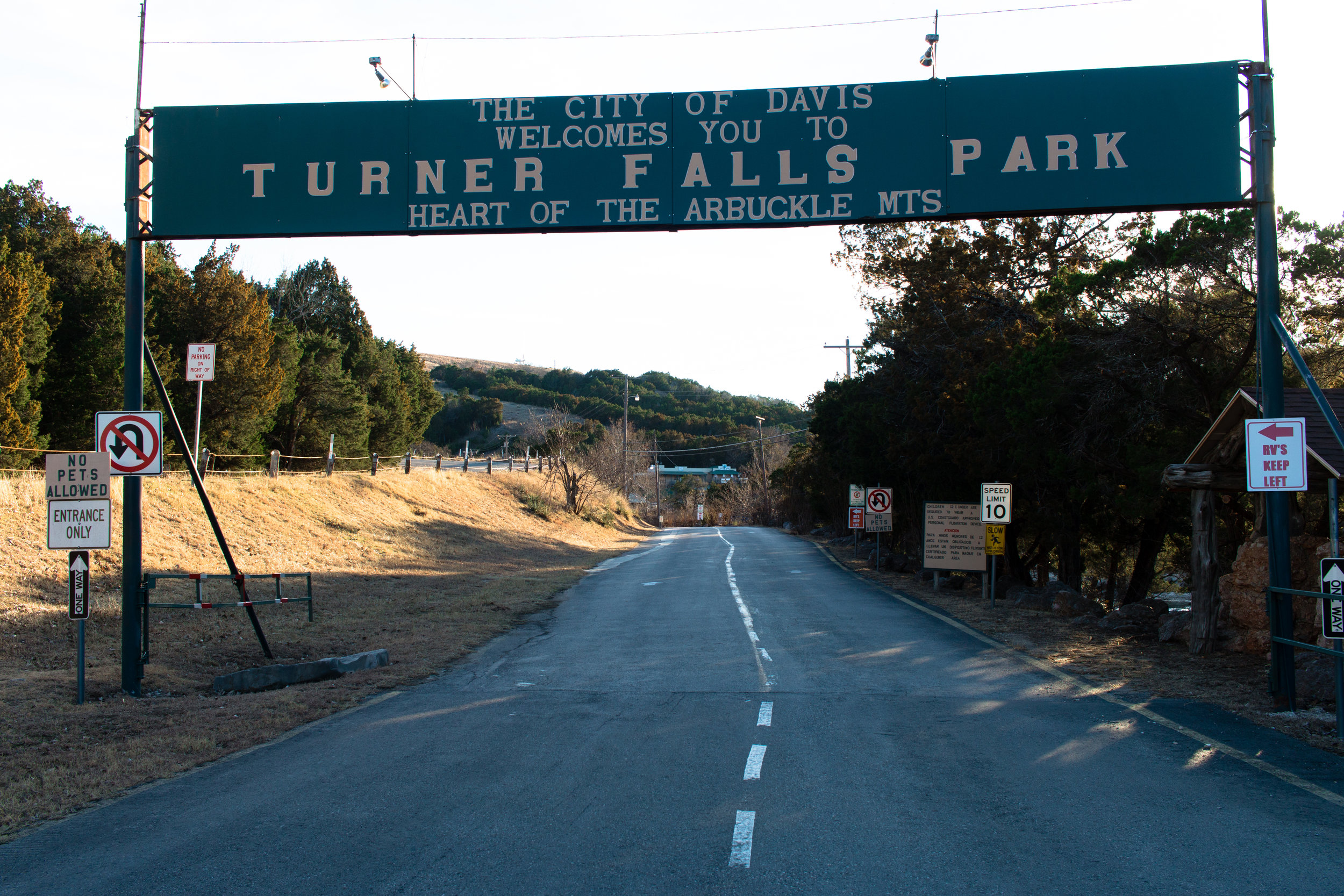 turner-falls-park-entrance-waterfall