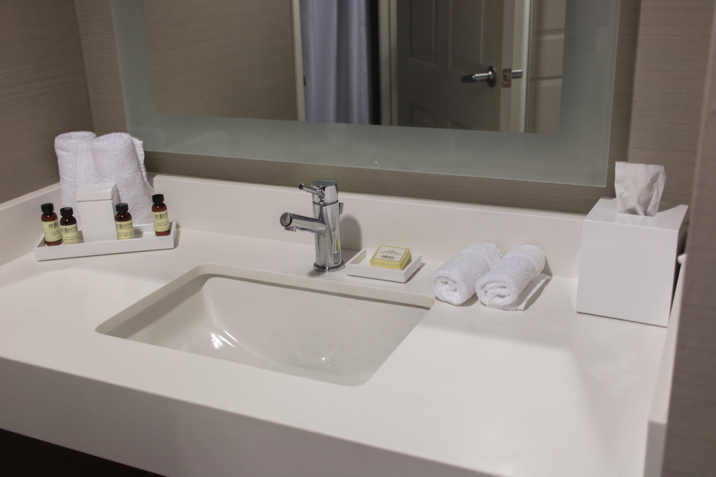bathroom-sink-the-kinney-venice-beach