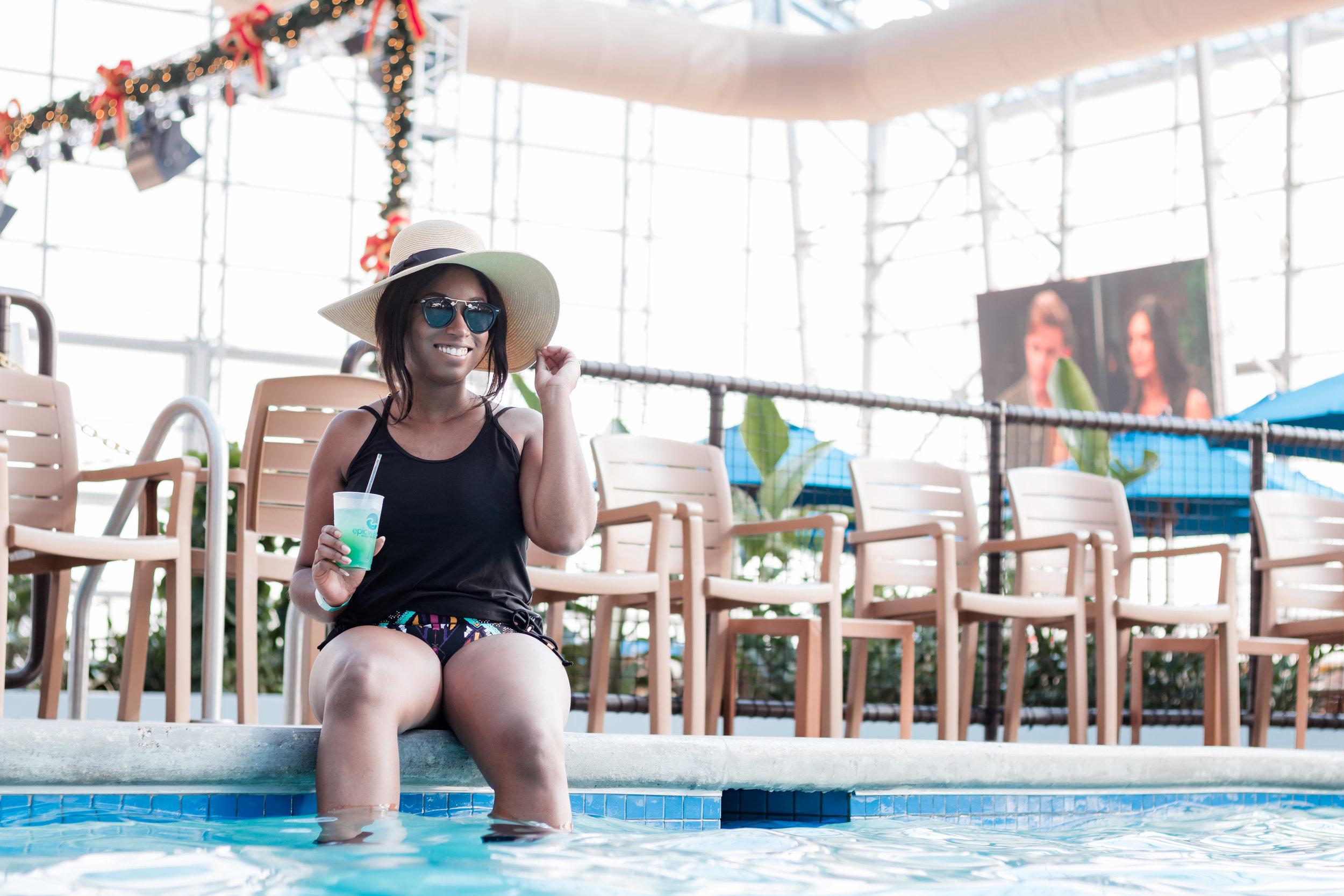 epic-waters-grand-praire-waterpark-relaxing-poolside-drink