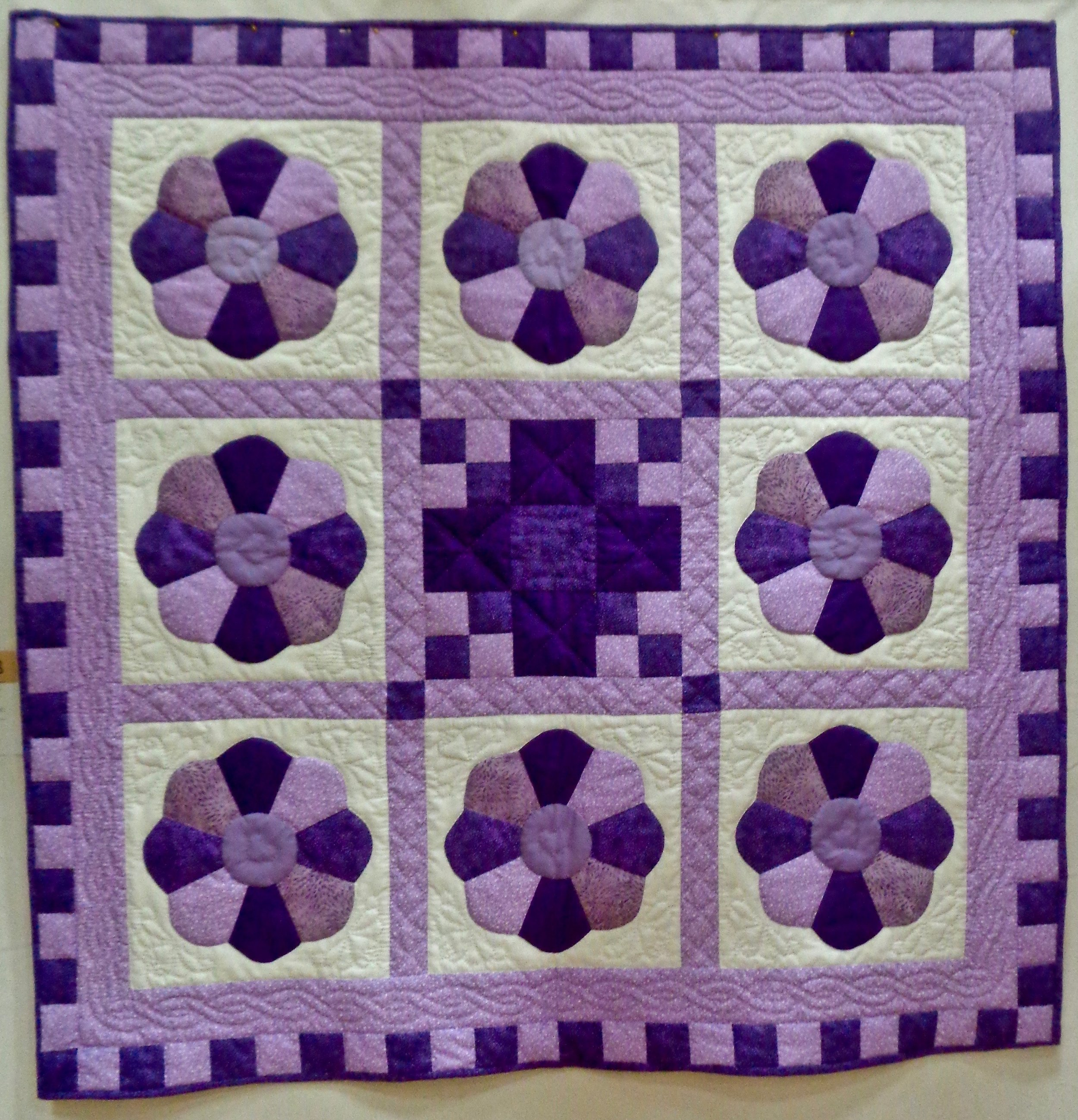 Dresden Plate, Pieced & Hand Quilted by Jane Nussbaum, donated by First Mennonite Church-Berne, 48 x 48""