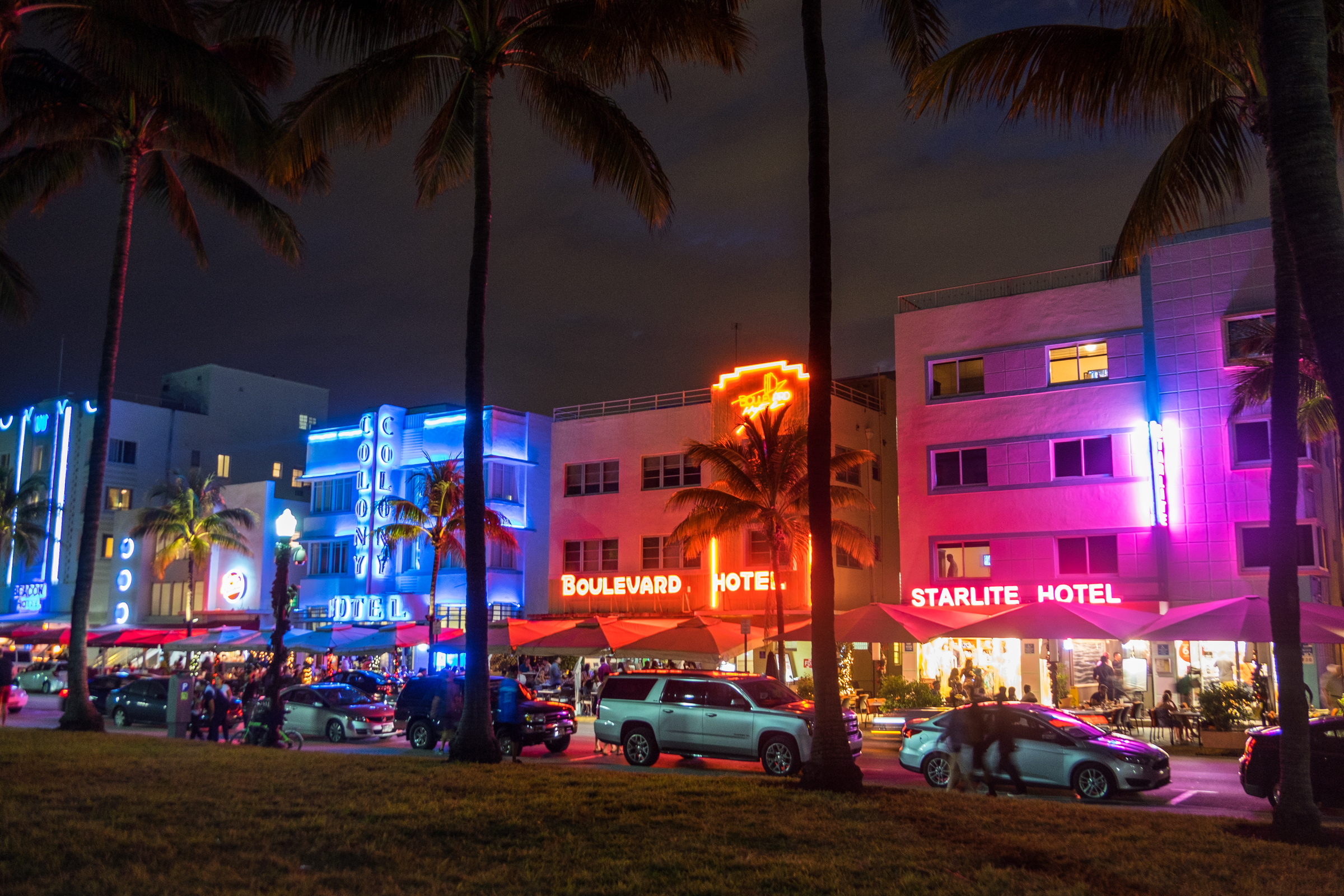 On the north end of the national park lies the bustling metropolis of Miami. The Art Deco district of South Beach is a great pace for a stroll and photowalk.