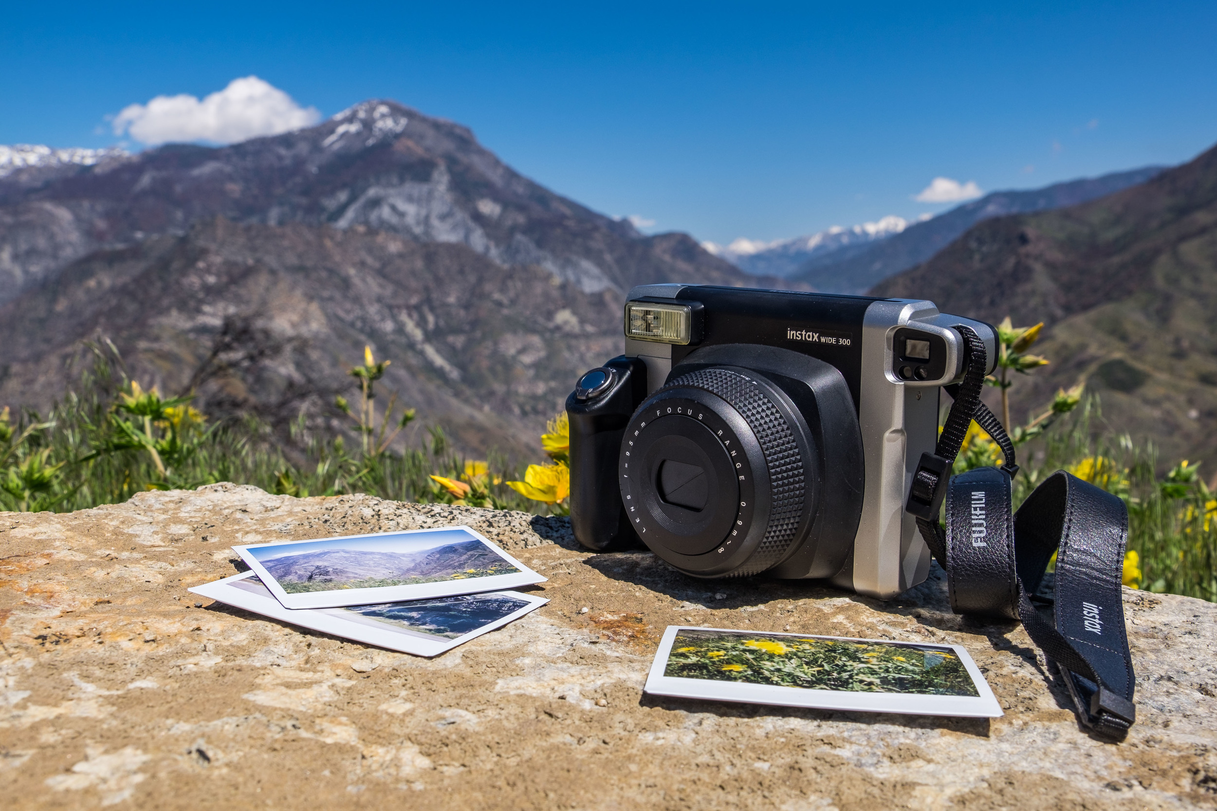 Having a day with the Fujifilm Instax Wide 300 in Kings Canyon National Park in California.