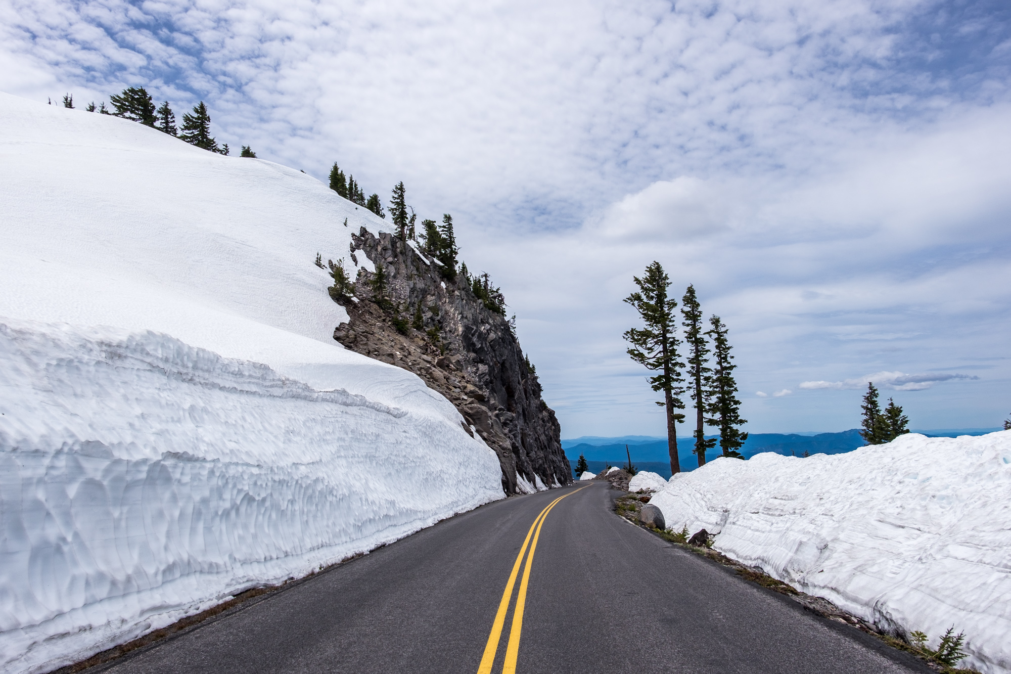 There was still quite a lot of snow along the rim when we visited.