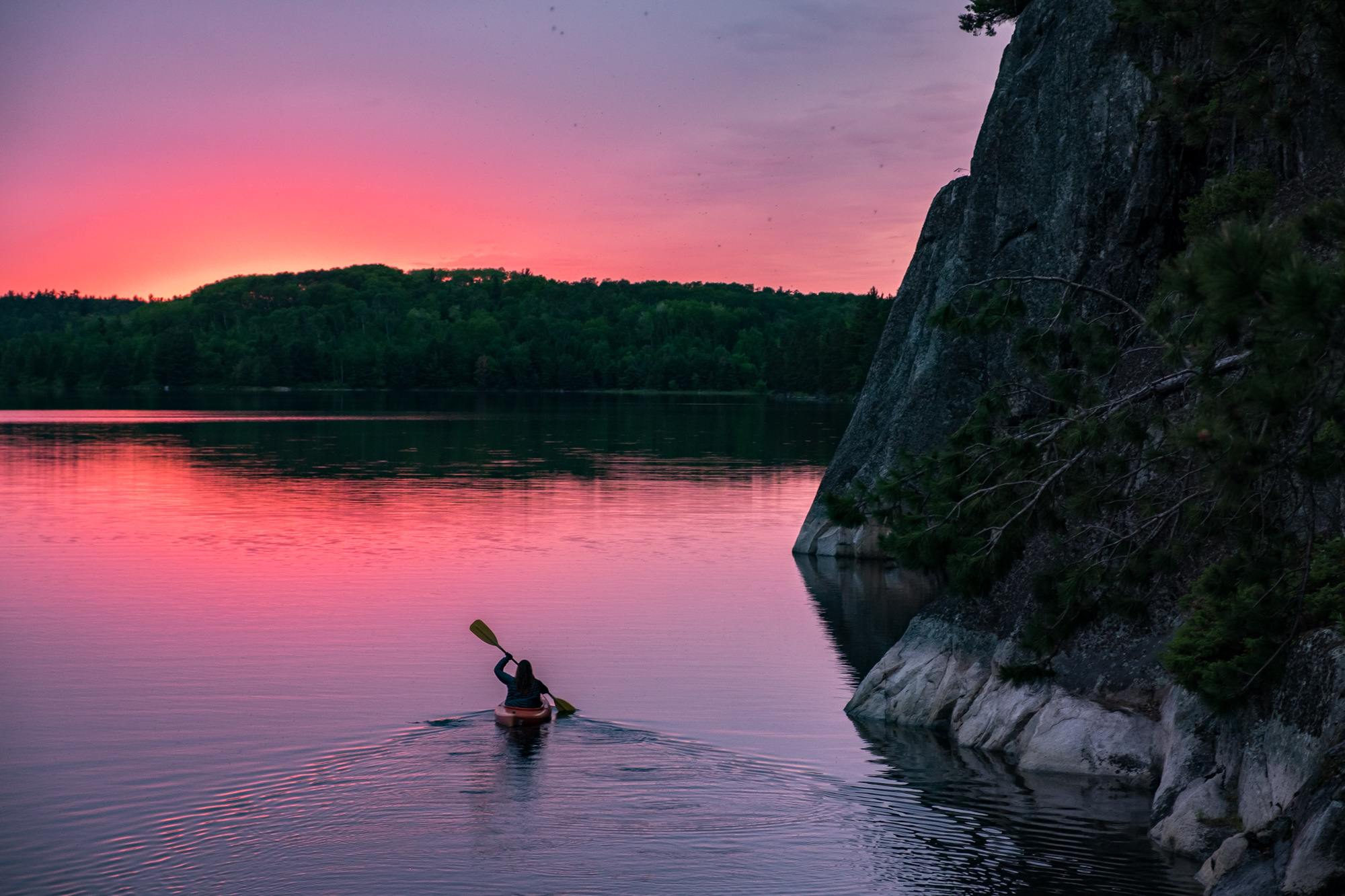 On our last night in the park, the sky rewarded us with one of the most beautiful sunsets  we've seen. Stef had to go out and paddle into the pink and blue hue.