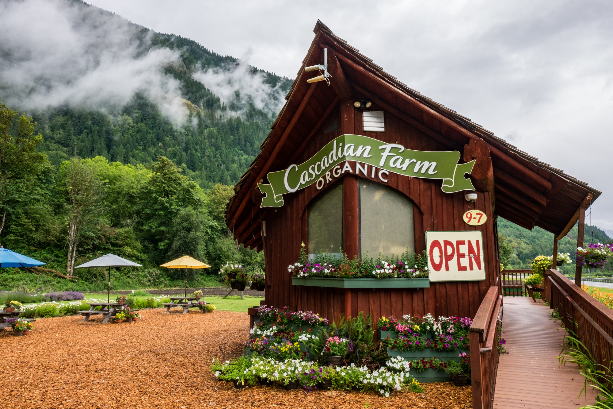 We stopped at Cascadian Farms for some fresh fruits and ice cream.