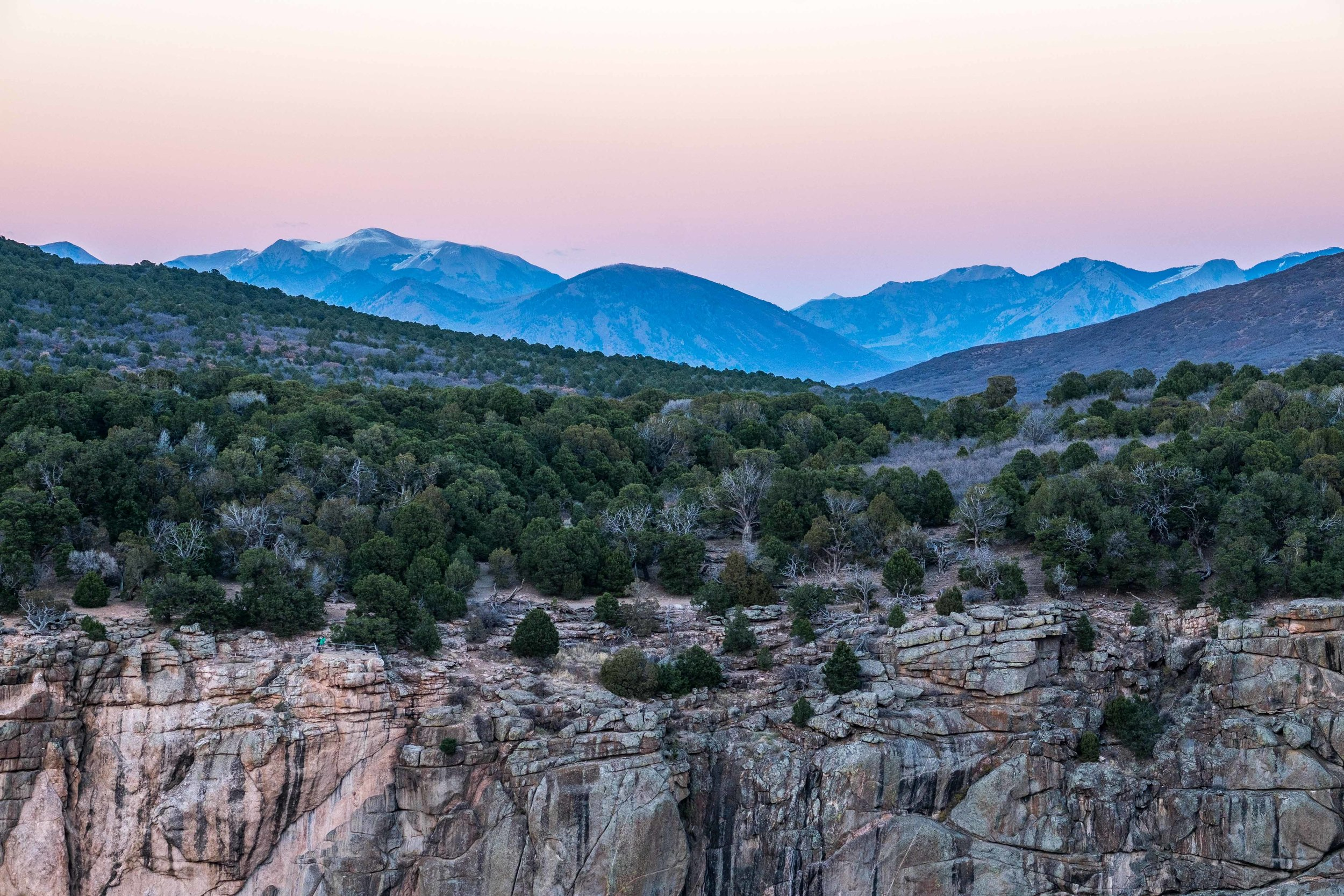 The sun was setting and we got great views to the North Rim. If you look closely, you can see some people on the bottom left edge of the canyon rim.