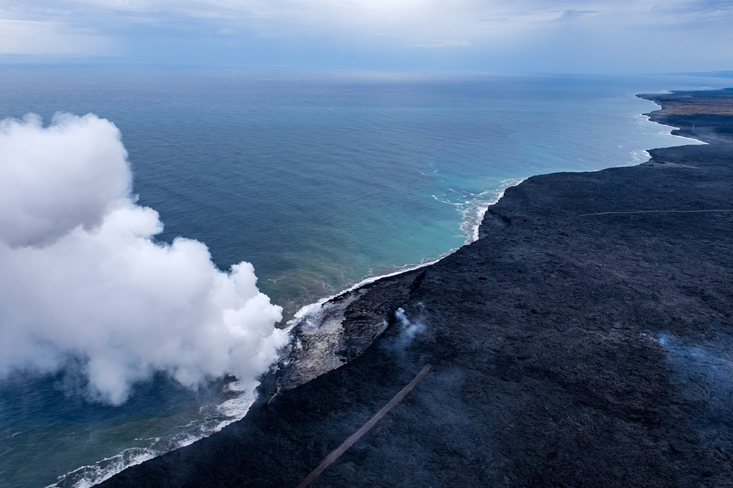 And we finally reach where the lava is flowing freely into the sea. Amazing!