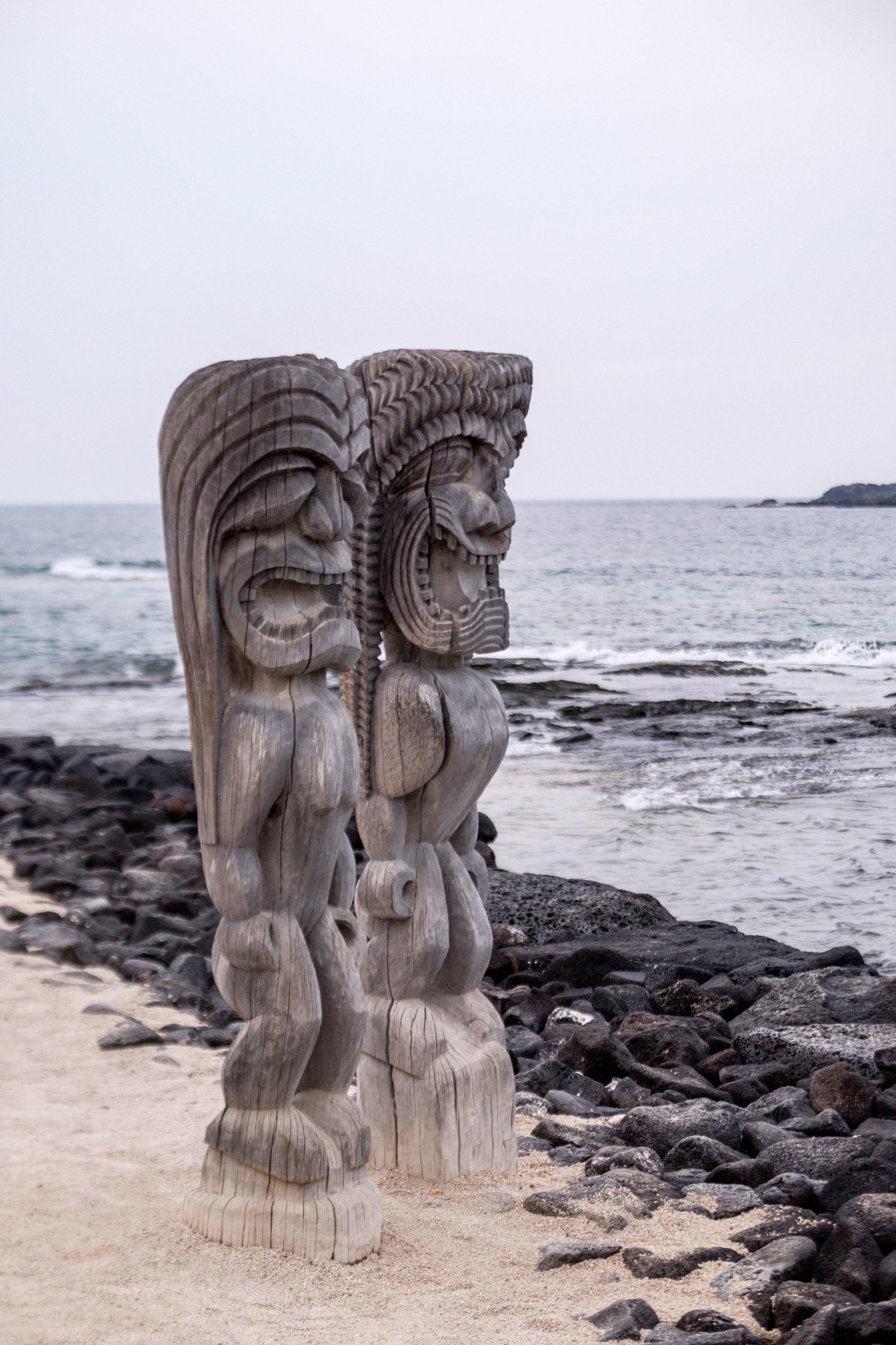 Guardian Ki'i statues