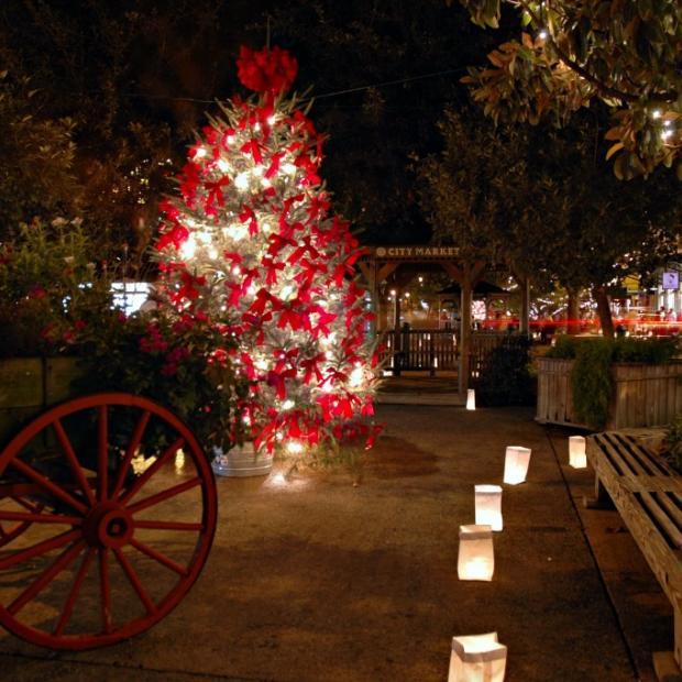 savannah_city_market_christmas_tree.jpg