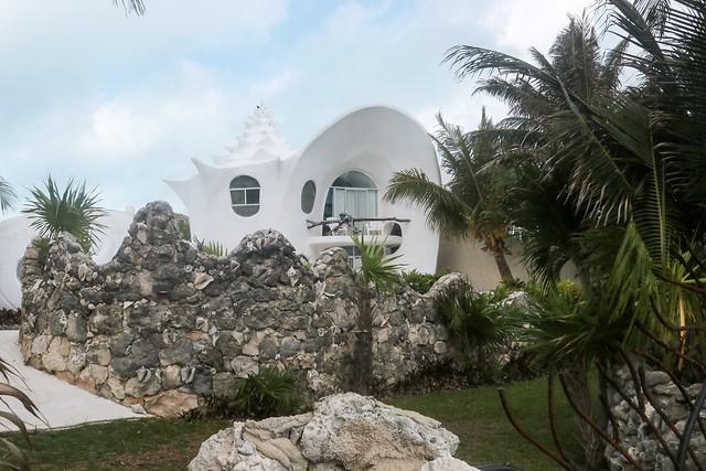 Isla Mujeres Shell House.jpg