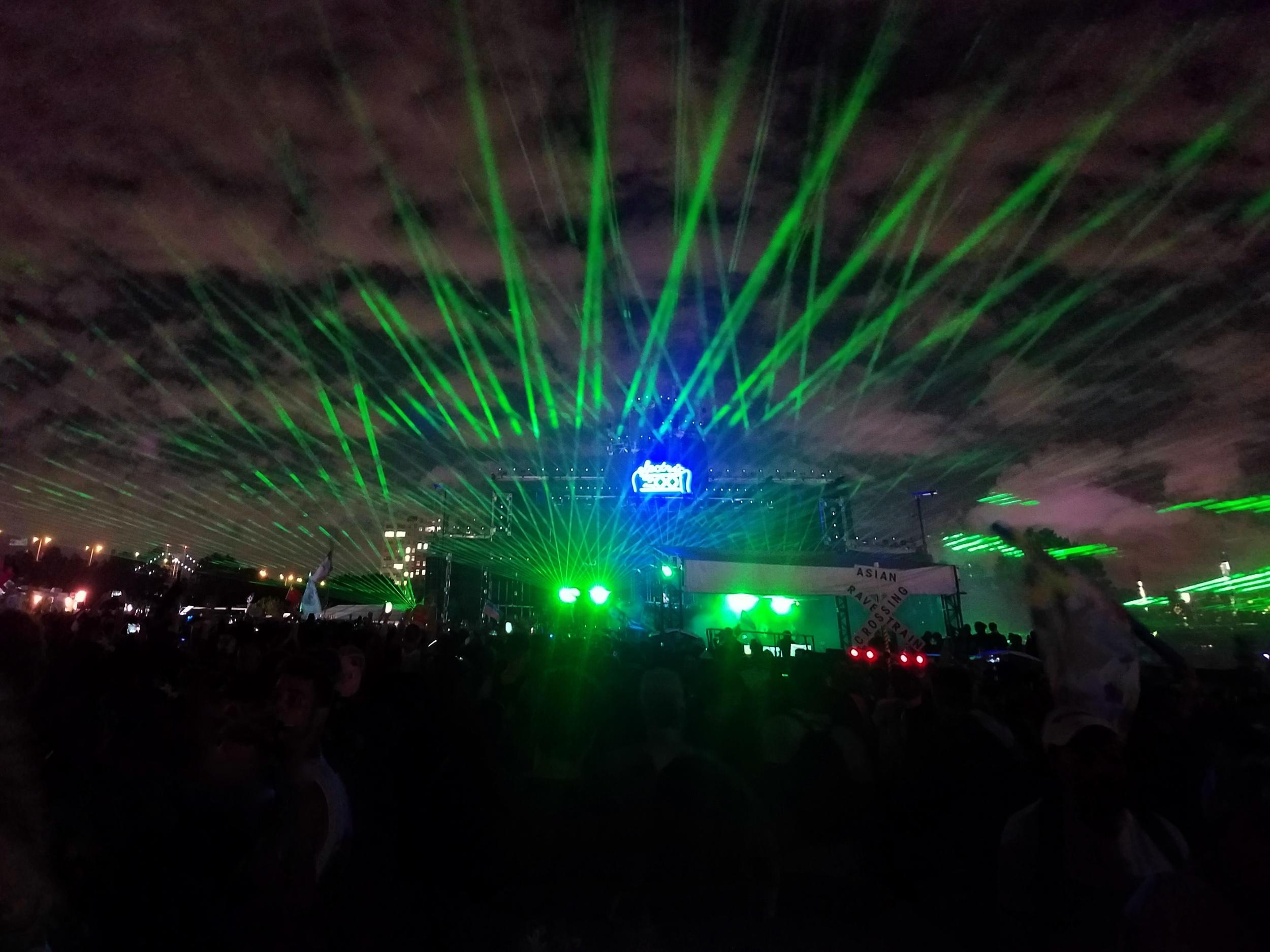 Green lasers at ezoo