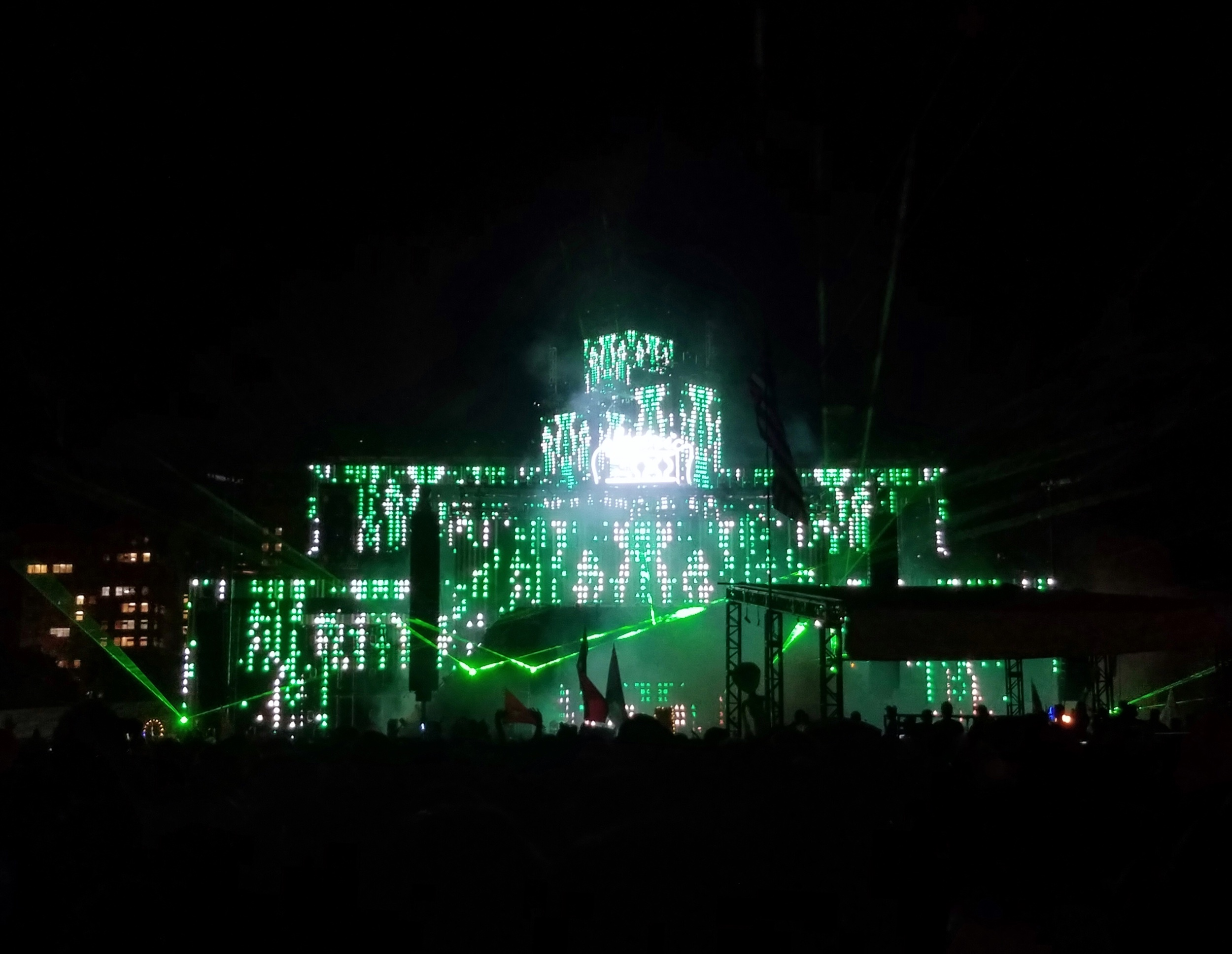 Green light up stage at ezoo