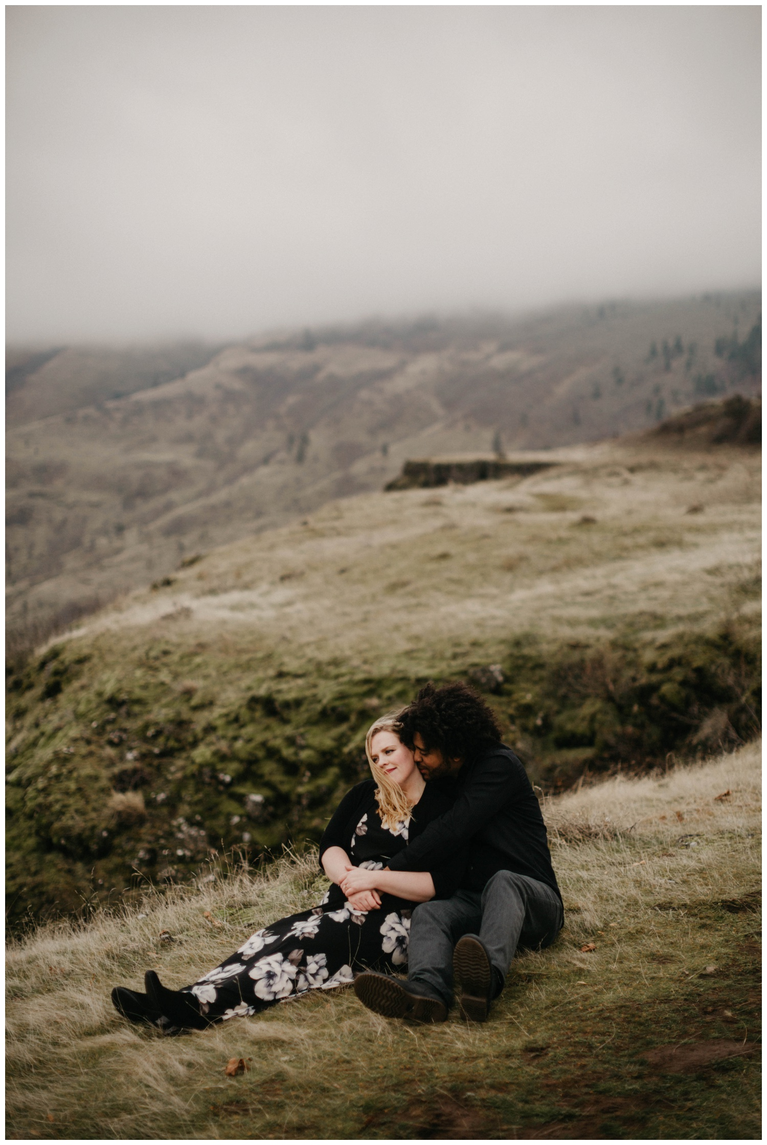 rowena_crest_intimate_engagement_session_0025.jpg