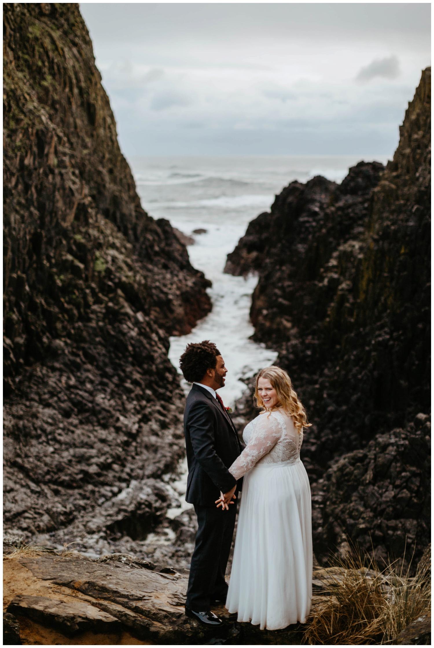 seal-rock-newport-elopement-wedding_0027.jpg