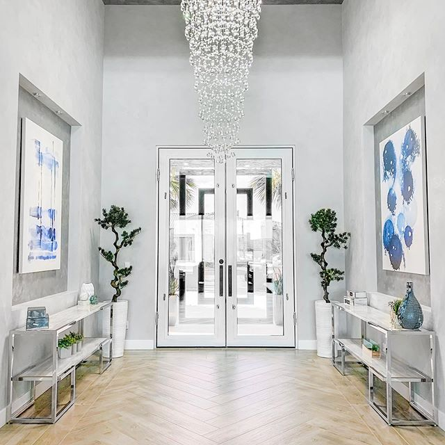 This entry sure makes a wow statement to everyone who walks in!