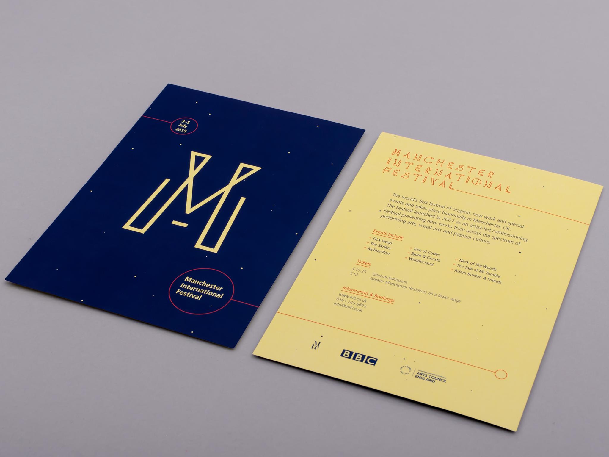 Flyer printed and photographed in studio / Prospectus imprimé et photographié en studio