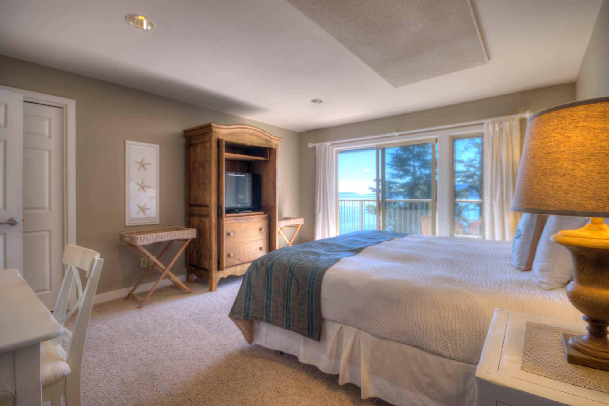 B_Hillside 2 King Suite Bed (8 of 32).jpg