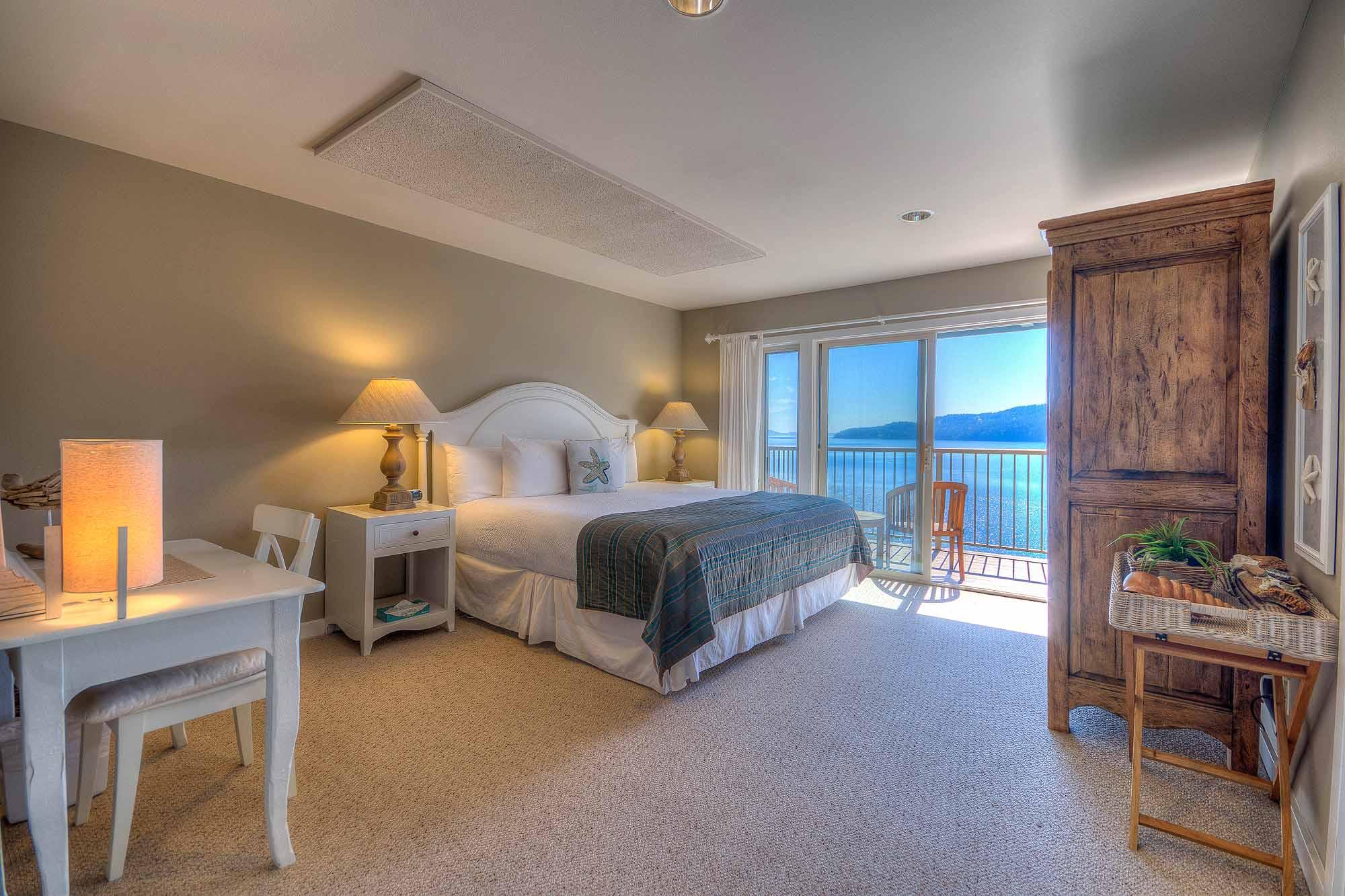 A_Hillside 2 King Suite Bed (6 of 32).jpg