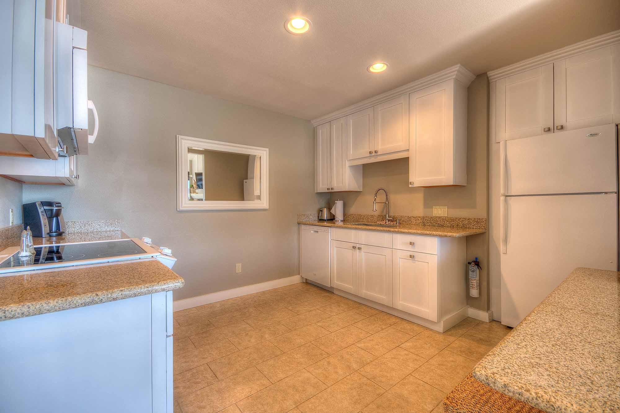 D_Hillside 2 King Suite Kitchen (5 of 32).jpg