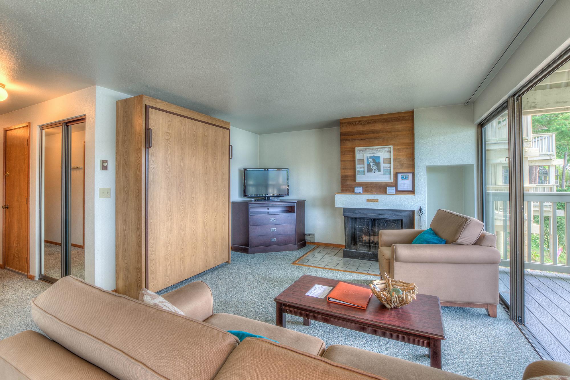 Harborview Lower Room (6 of 10).jpg
