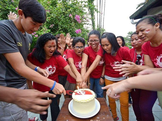 Air Amber organises National Day party for foreign workers - (2016) The New Paper, Singapore