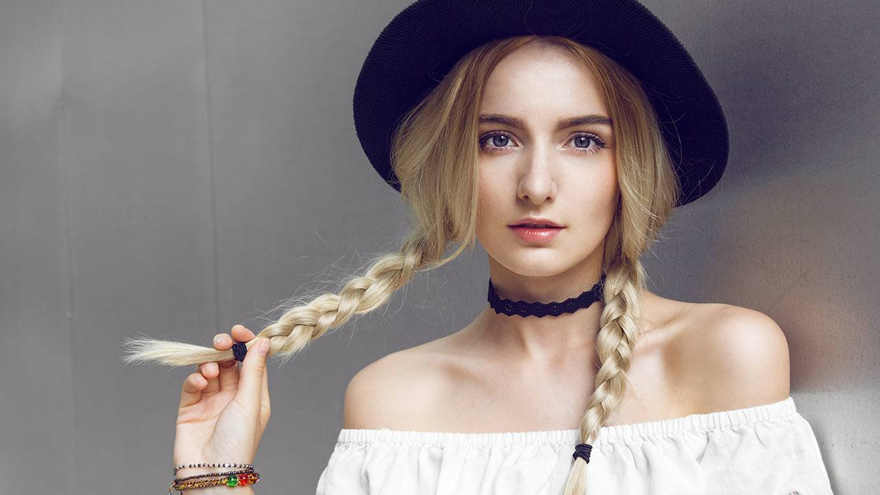 Loose and Carefree - Women of today don't have a lot of time for styling their hair. The 2019 trend is heading toward a natural pattern in ponytails, messy hair, and asymmetrical cuts. Pigtail braids will continue to be a top trend as well.