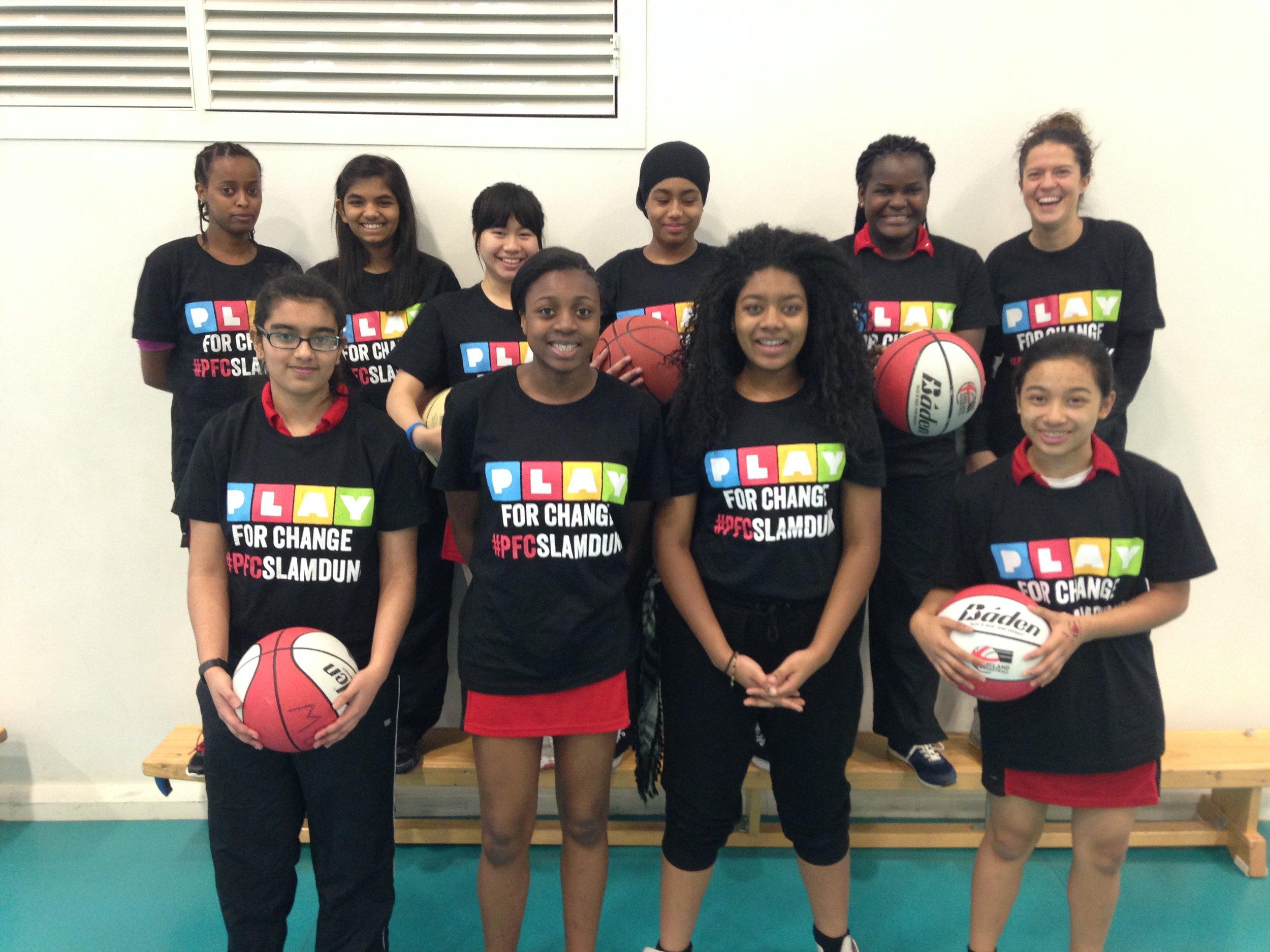 Le giovani ragazze del programma Slam Dunk di Londra.