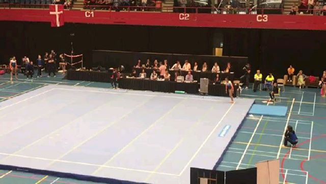 Tanishaley Neto pakte vandaag tijdens het IAG toernooi in Den Bosch uit op vloer met een mooi staaltje acrobatiek.. Nog 3 weken richting NK #keepupthegoodwork #dutchgymnasticsthefinals