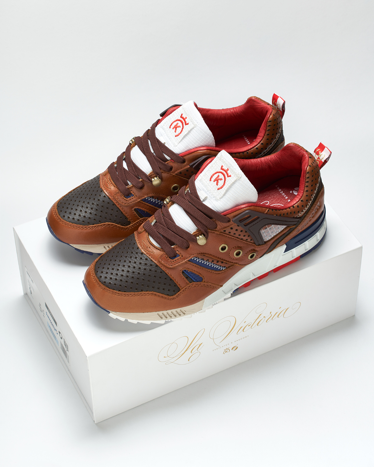 24KILATES-SAUCONY-LAVICTORIA-PRODUCTPICTURES2-1.jpg