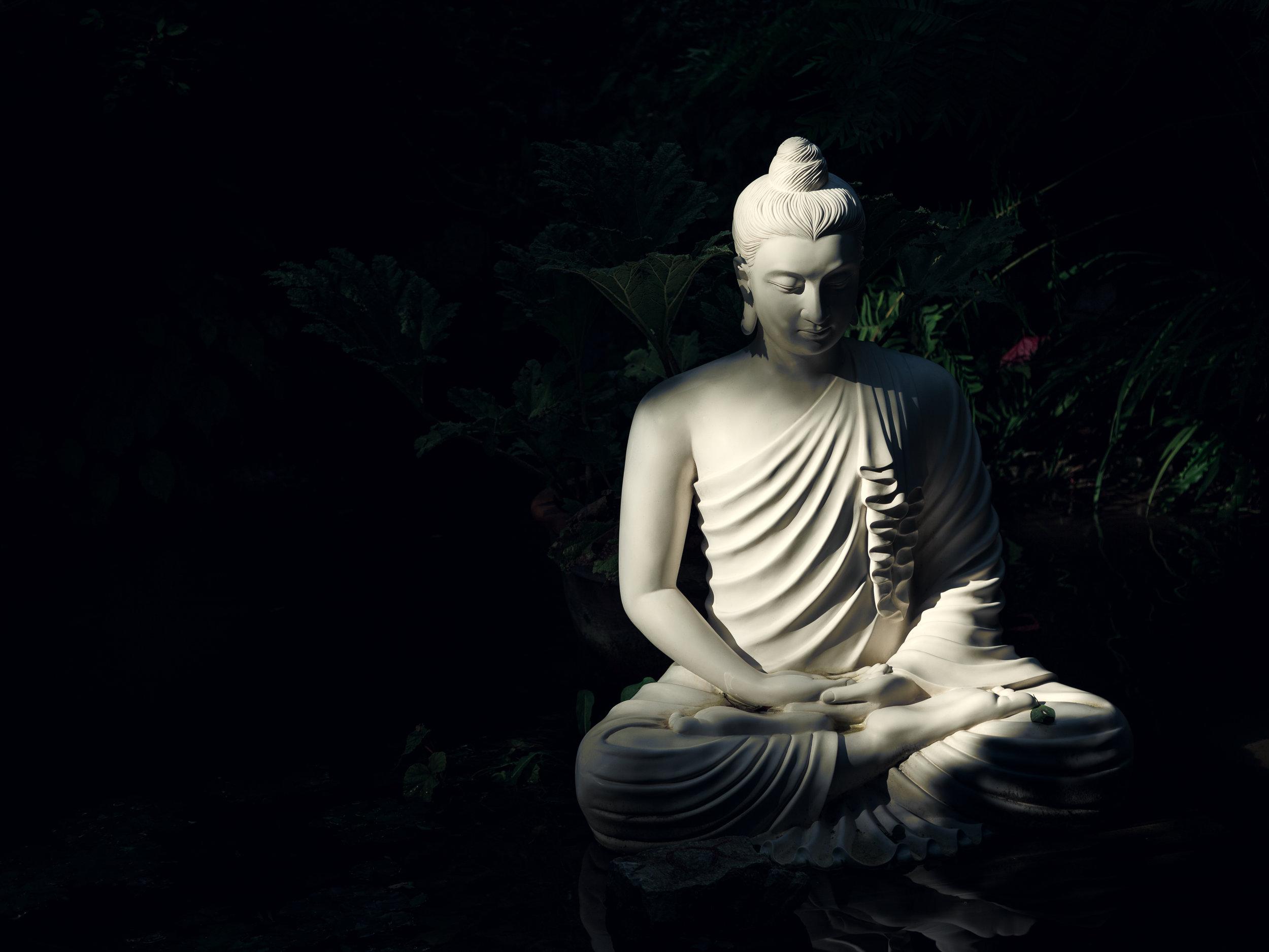 Invece che concentrarti sul respiro o sul corpo, sii consapevole di essere seduto.