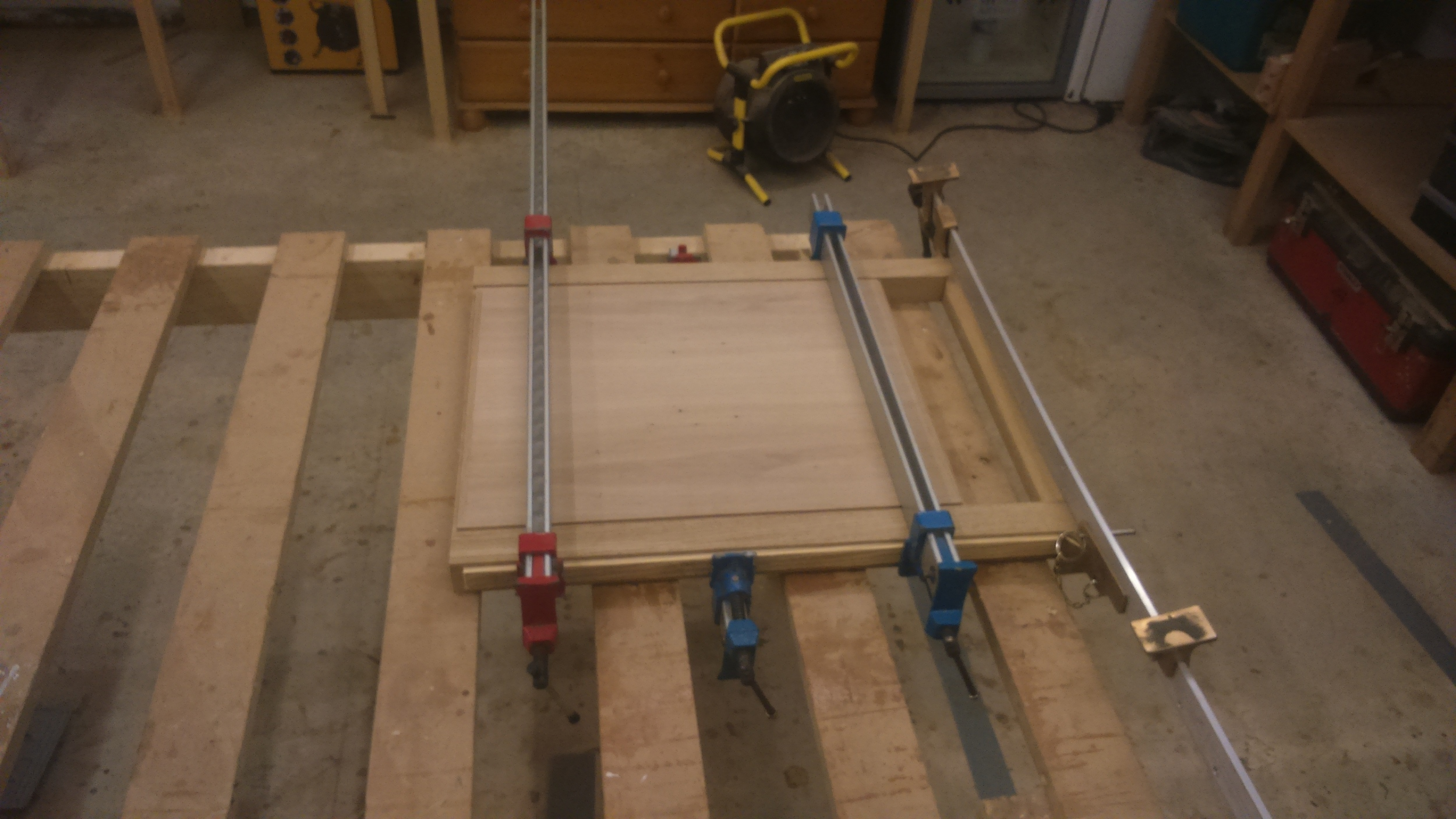 An end panel after glueing