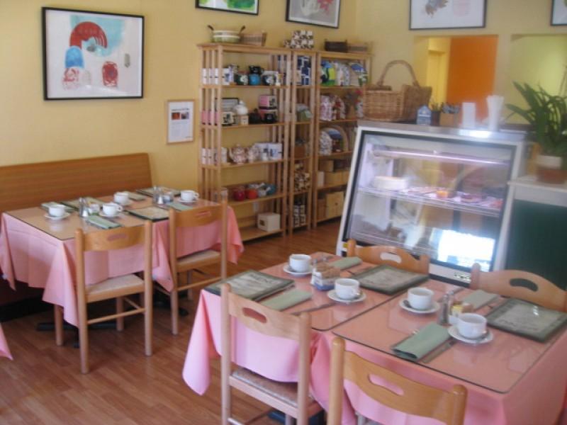 Simple unfussy tea room
