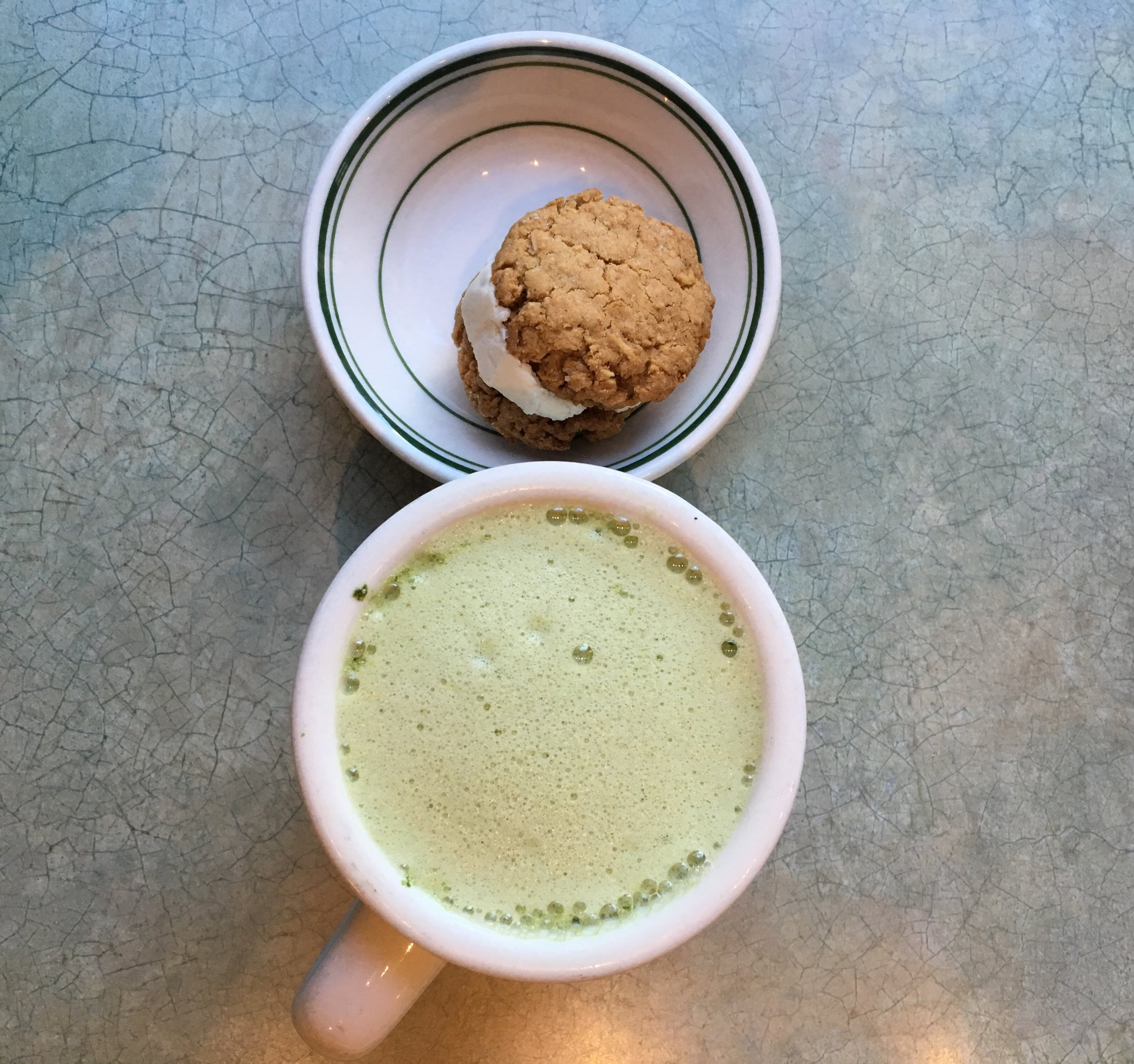 Matcha latte + vegan treat
